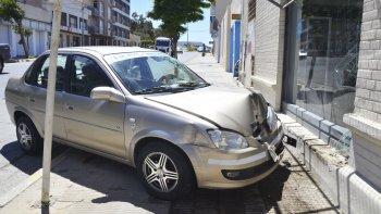 El remisero dijo que se quedó sin frenos y que evitó pasar el semáforo en rojo.
