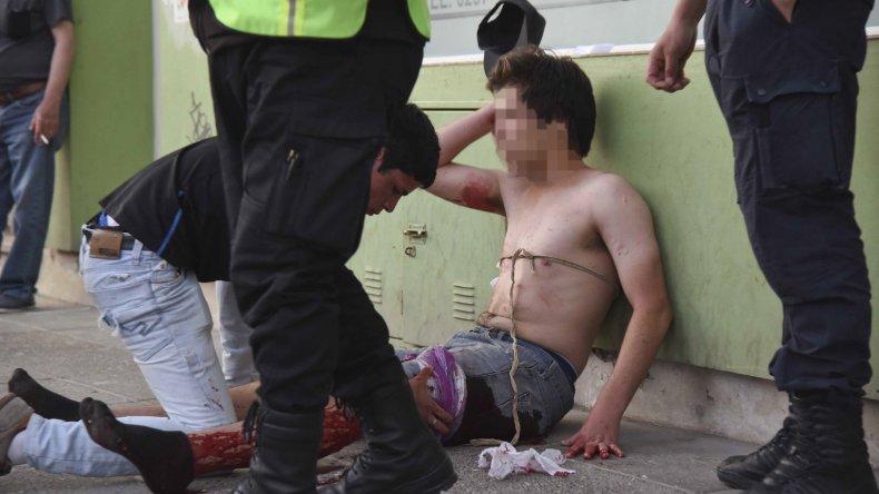 El joven apuñalado recibió asistencia de un ocasional transeúnte