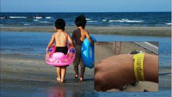 este verano tambien habra pulseras para evitar que los ninos se pierdan en la playa