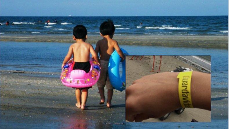 Este verano también habrá pulseras para evitar que los niños se pierdan en la playa