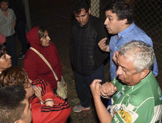 Voceros de los manifestantes acudieron hasta el puerto Caleta Paula para dialogar con el intendente Facundo Prades y sus colaboradores.
