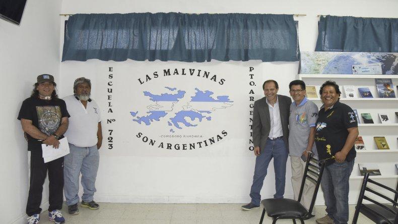 En una emotiva ceremonia se inauguró un espacio de reflexión y memoria sobre Malvinas en la Escuela 723