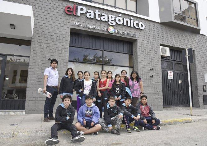 Los niños de la Escuela 9 de Epuyén visitaron El Patagónico y conocieron cómo es el proceso de edición de un diario