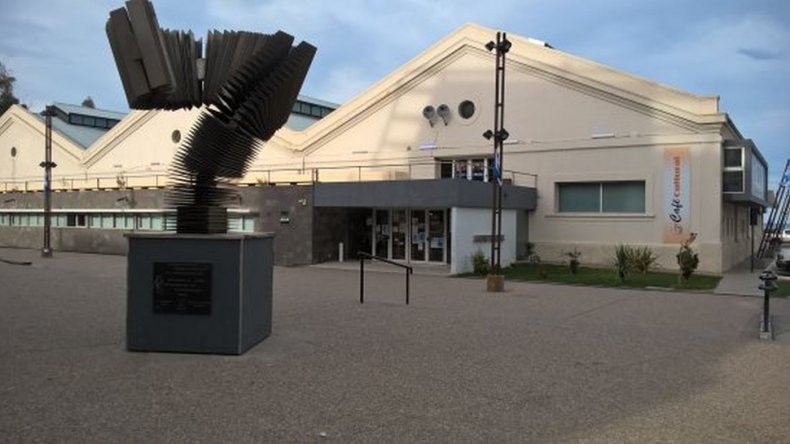 Robaron una notebook del Centro Cultural tras romper un vidrio