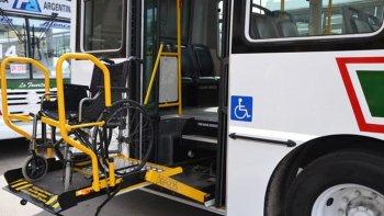 juntan firmas para exigir que se cumpla con el acceso al transporte publico