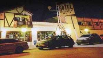 Los delincuentes se llevaron una suma millonaria del hotel y restaurante Aka-Ta de Río Mayo.
