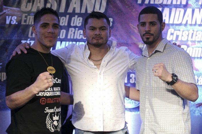 Brian Castaño y Emmanuel De Jesús posan con el Chino Marcos Maidana.