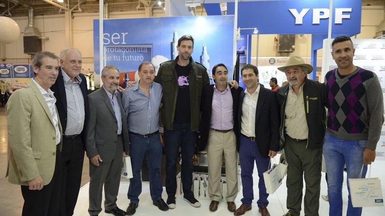 La visita del ex basquetbolista Fabricio Oberto a la Expo.