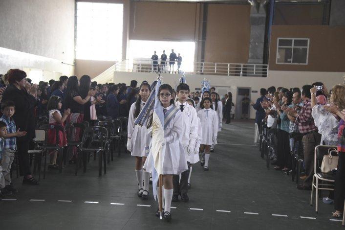 Merecido reconocimiento a las docentes con 25 años de servicio en la Escuela 742