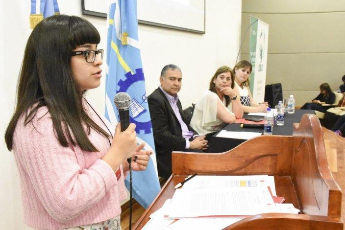 La exposición de los estudiantes en la Legislatura.