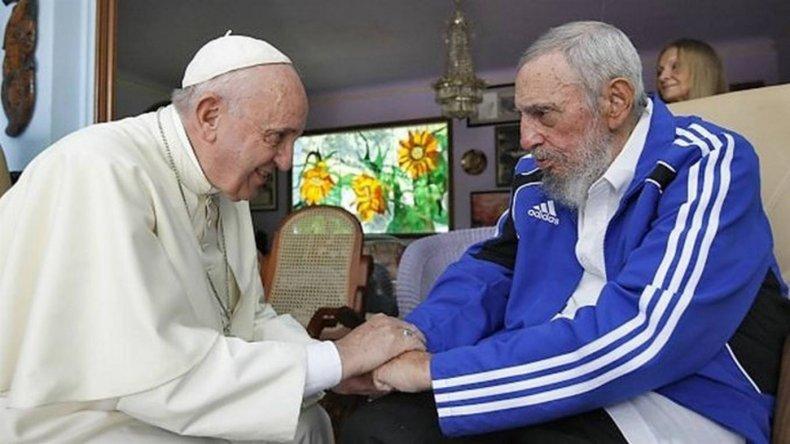 Francisco mostró su pesar por la triste noticia de la muerte de Fidel