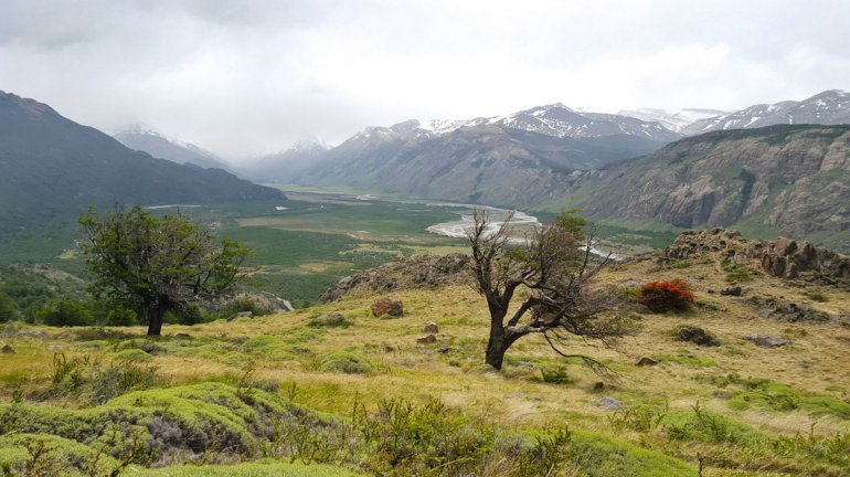 El río se encuentra en una zona de cañadones con paisajes espectaculares.
