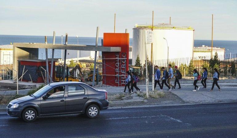 La construcción de la colectora del Chalet Huergo genera preocupación en los habitantes de Mosconi porque le quita tierras al futuro parque y por la congestión vehicular que generará.