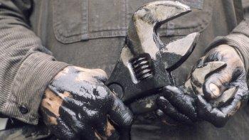 la disminucion del  empleo golpea duro a las provincias petroleras