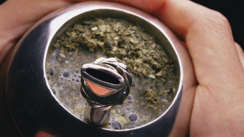 El mate es por lejos la bebida más popular entre los argentinos.