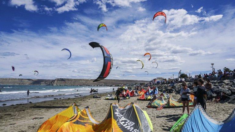 El Encuentro Austral de Kitesurf reúne a unos 170 riders.