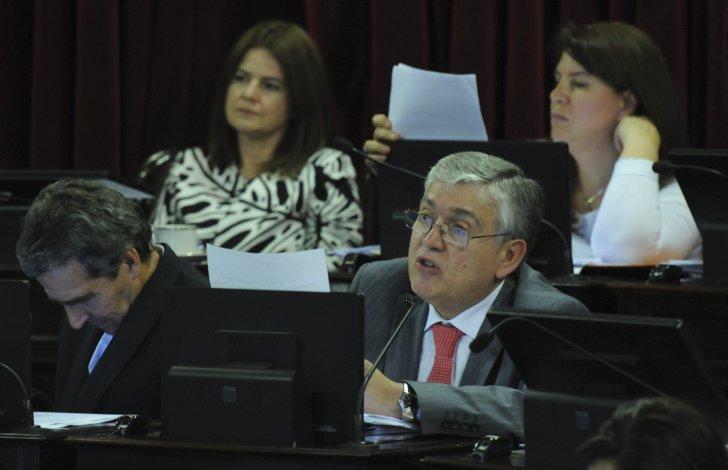 Juan Mario Pais presentó en el Senado un proyecto que reintroduce a la legislación laboral el concepto de salario mínimo profesional a fin de garantizar una justa remuneración por profesión.