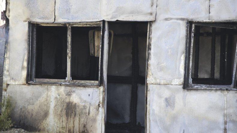 Las llamas consumieron la totalidad de una vivienda que había sido usurpada en el barrio Abel Amaya.