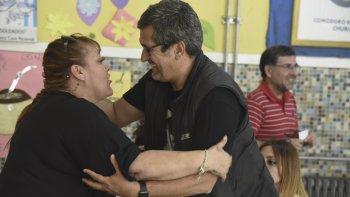 Gastón Acevedo, el ganador en las elecciones departamentales recibe las felicitaciones.