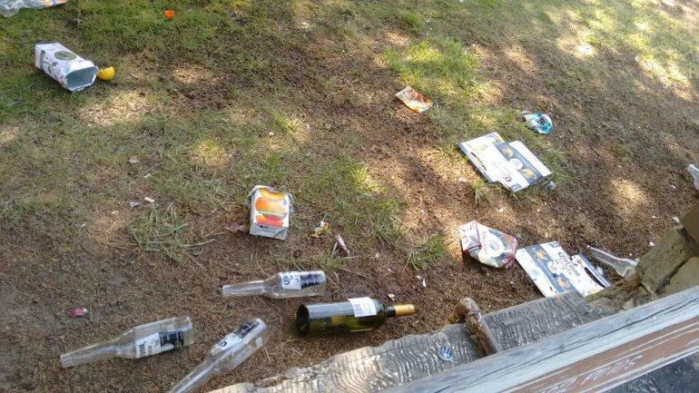 Un paisaje lamentable: el Chalet Huergo repleto de basura