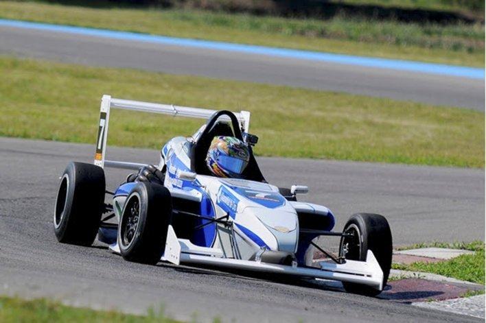 El campeón de la Fórmula Renault 2.0 se llama Rudi Bundziak.