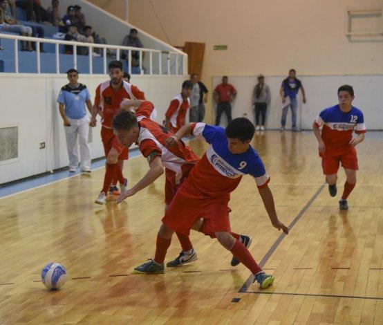 El fútbol de salón oficial continuará toda la semana en dos gimnasios de la ciudad.