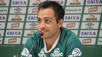 el jugador argentino alejandro martinuccio no viajaba en el avion que se estrello