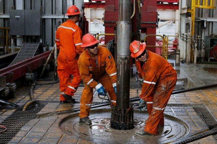 YPF bajará 33 equipos y afectará a 1.700 trabajadores