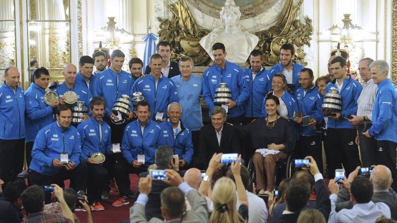 Mauricio Macri posa con el equipo argentino de la Copa Davis.