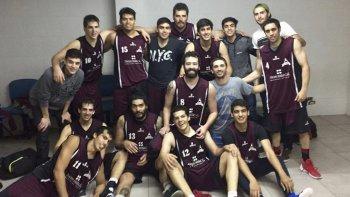 Federacion Deportiva festeja su pase a las semifinales del torneo Clausura de básquetbol.