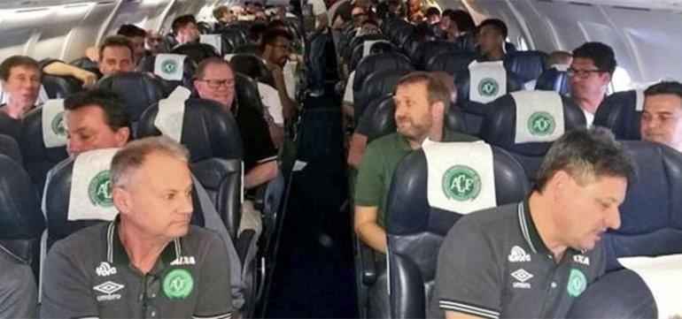 El plantel del Chapecoense en pleno vuelo. Horas después llegó la tragedia.