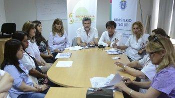 La reunión celebrada entre los referentes de Salud de los municipios de Comodoro Rivadavia, Rada Tilly, el Area Programática Sur y la Universidad.