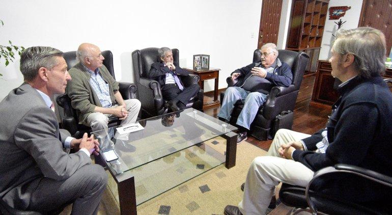 La reunión que el gobernador y su vice mantuvieron con autoridades del CABIN.