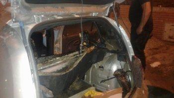 quemaron un automovil en la puerta de una vivienda