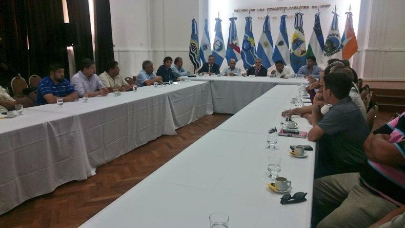 Comenzó la cumbre en Rawson para analizar la situación del petróleo.