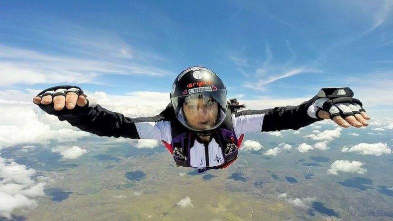 Marcela Gallardo: una comodorense que venció el miedo a las alturas y ahora vuela por el mundo