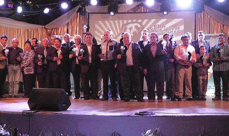 Parte del personal de Yacimientos Carboníferos Río Turbio que recibió distinciones en ocasión de conmemorarse el Día del Minero.