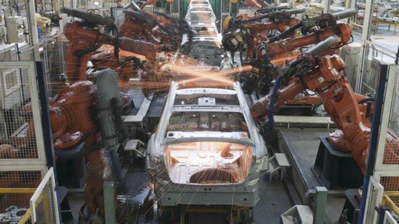 La actividad industrial continúa su tendencia a la baja.