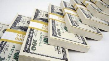 el dolar cede cinco centavos