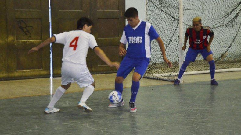 El futsal local viene con mucha acción.