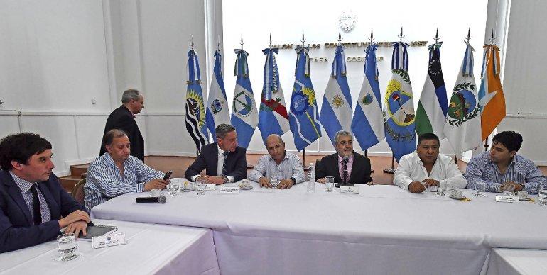 La defensa del Barril Criollo y de las fuentes laborales fue ratificada por el gobernador Mario Das Neves y los petroleros.