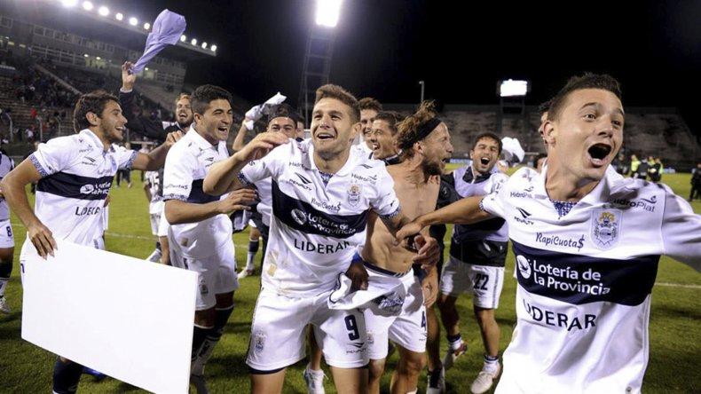 Gimnasia viene de eliminar a San Lorenzo en definición desde el punto del penal