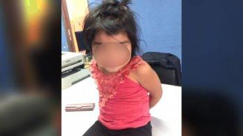 encontraron a una nena de 2 anos caminando sola