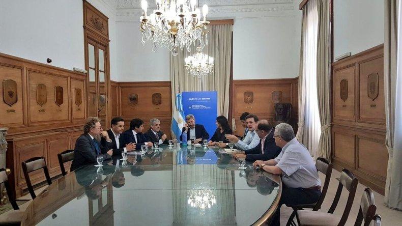 El gobernador Mario Das Neves le pidió a Nación estar a la par de Neuquén