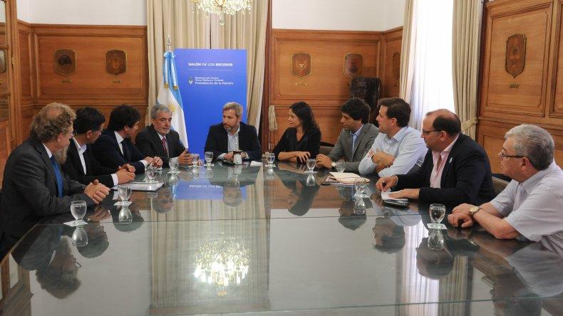 Das Neves se reunió con Frigerio y exigió que Chubuttenga el mismo trato que Neuquén en el tema petrolero.