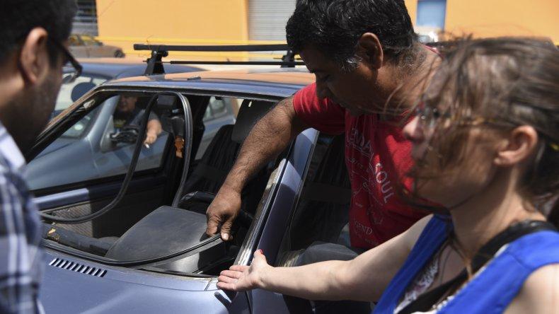 Les llevaron limpio el parabrisas. Es el segundo robo en menos de dos meses que sufre la familia en los barrios 30 de Octubre y Pueyrredón.