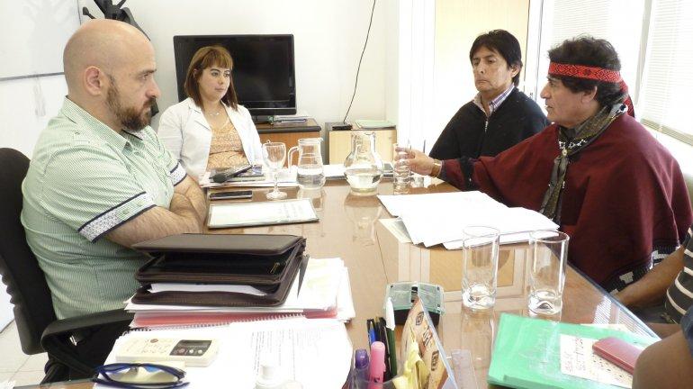 El secretario de Cultura se reunió con los loncos mapuches y tehuelches y acordaron continuar con el protocolo de rescate.