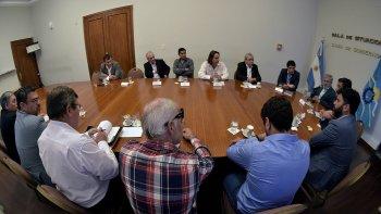 El gobernador ratificó su compromiso de defensa de la actividad textil. Fue en una reunión de Gabinete Abierto con empresarios del sector.