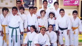 La delegación local de Karate Do Shotokan que participó del XIV Curso Patagónico.
