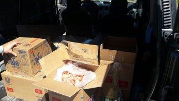 trasladaban cerca de 100 kilos de langostinos en cajas de carton